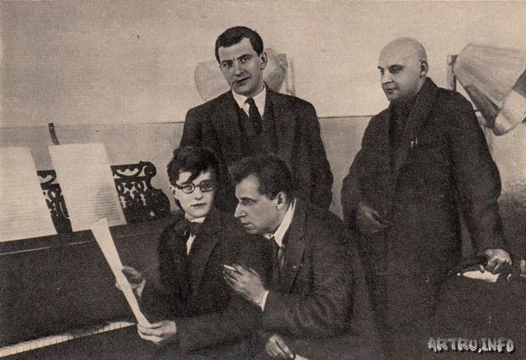 В. Маяковский, Д. Шостакович, В. Мейерхольд и А. Родченко на репетиции