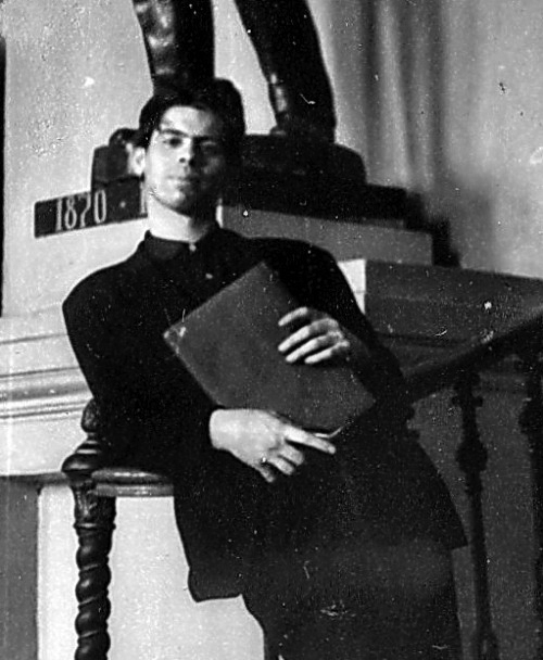 В. Кривулин, студент