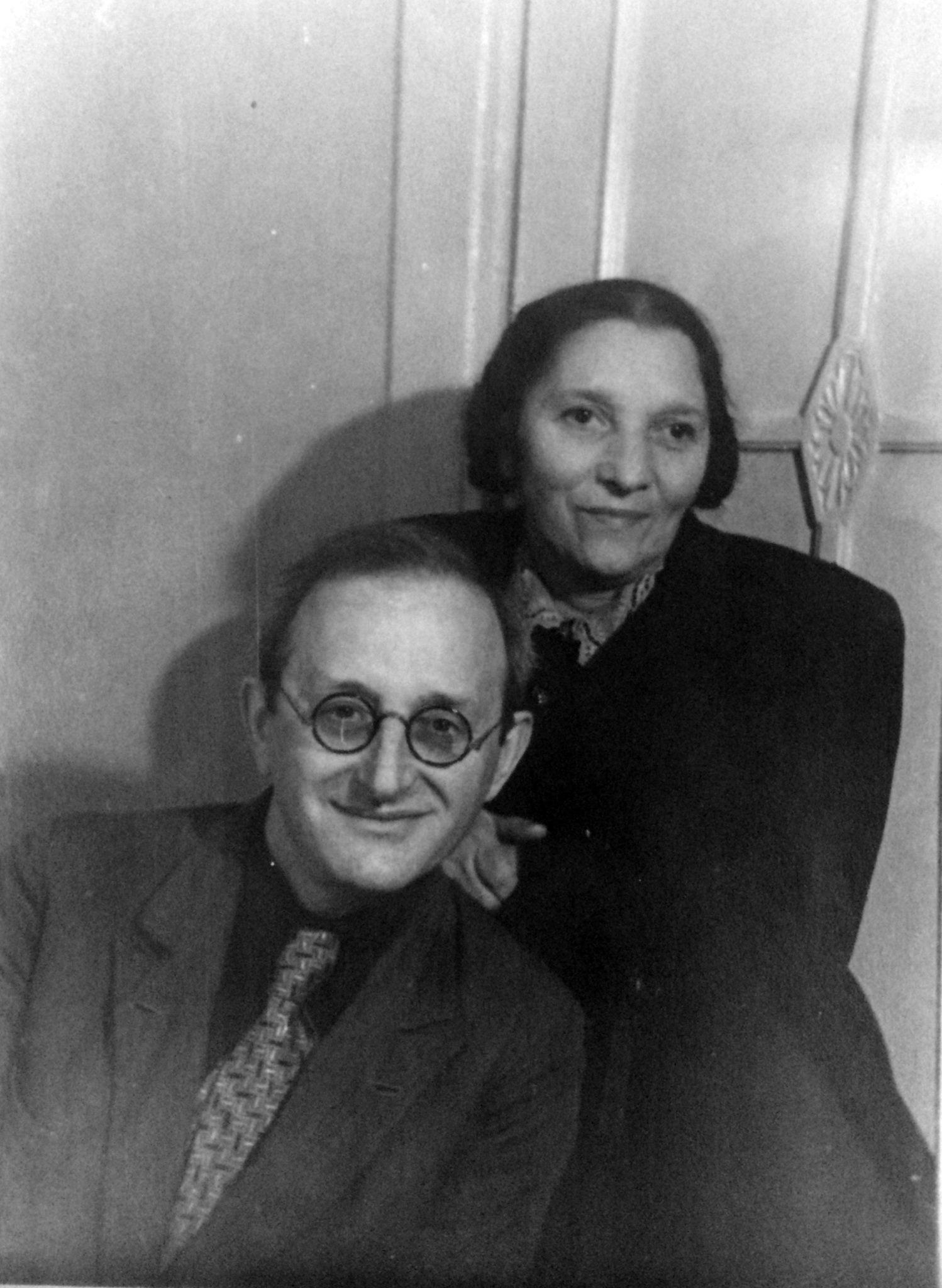 Дедушка Исаак и бабушка Катя