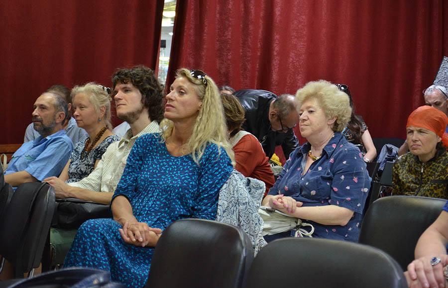 На переднем плане: Татьяна Вольтская, за ней - Ольга Старовойтова. Фотограф Олег Ильдюков