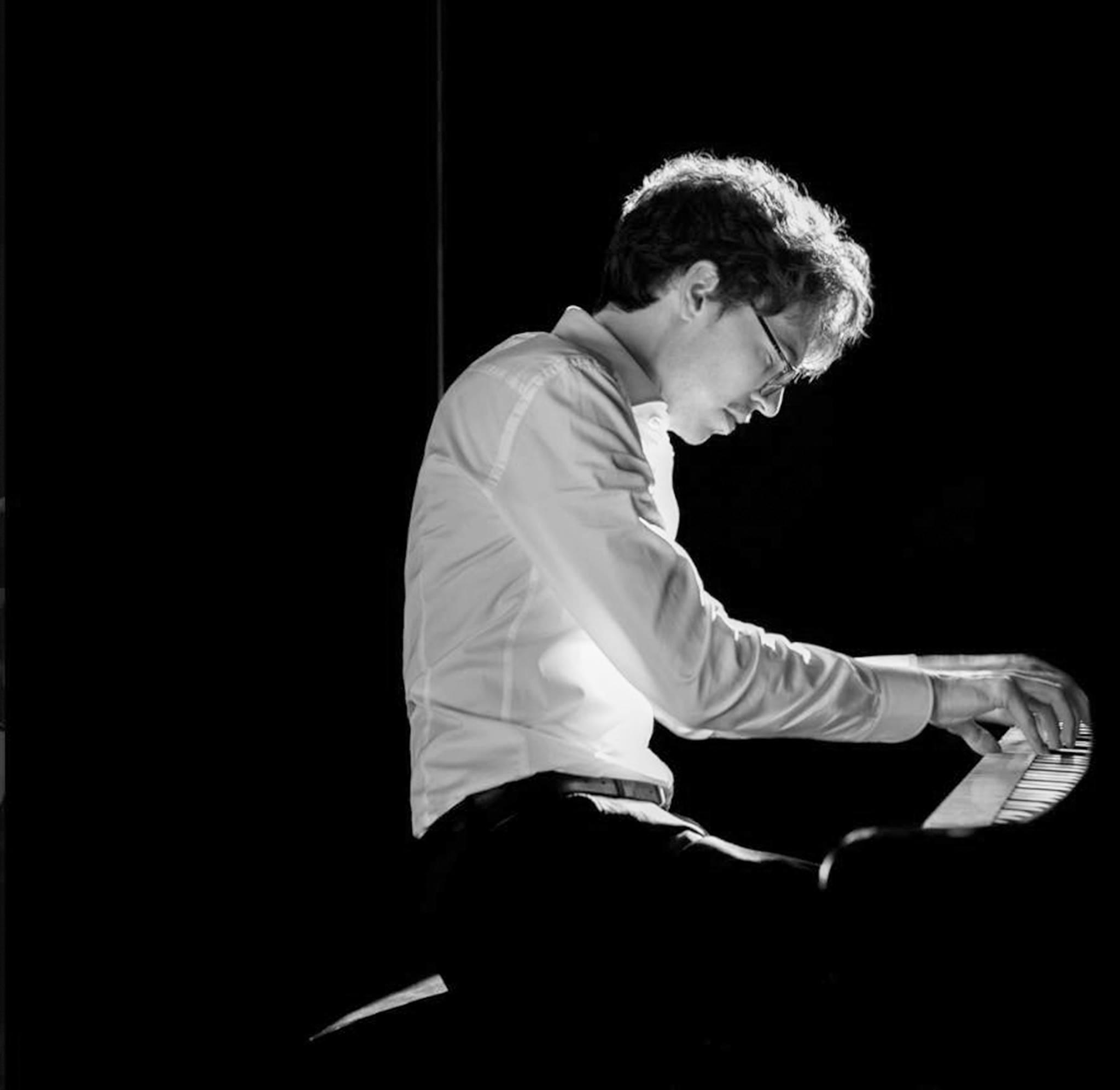 Люка Дебарг Photo: © Felix Broede/Sony Classical
