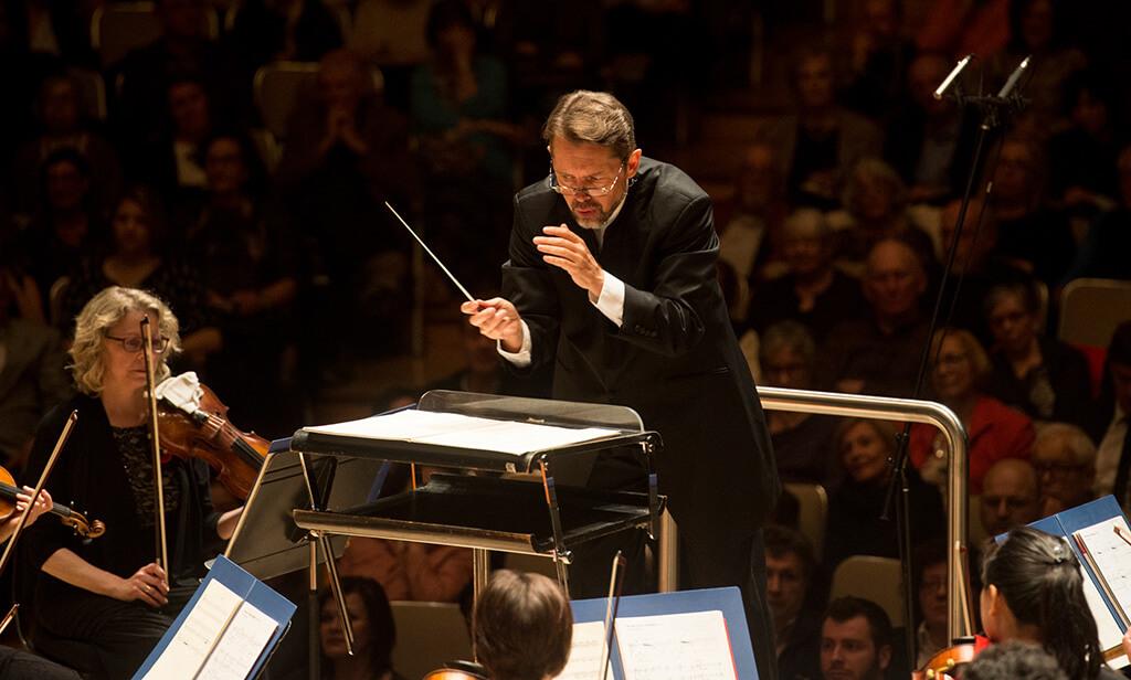 Андрей Борейко дирижирует Торонтским Симфонический Оркестром, фото Jag Gundu