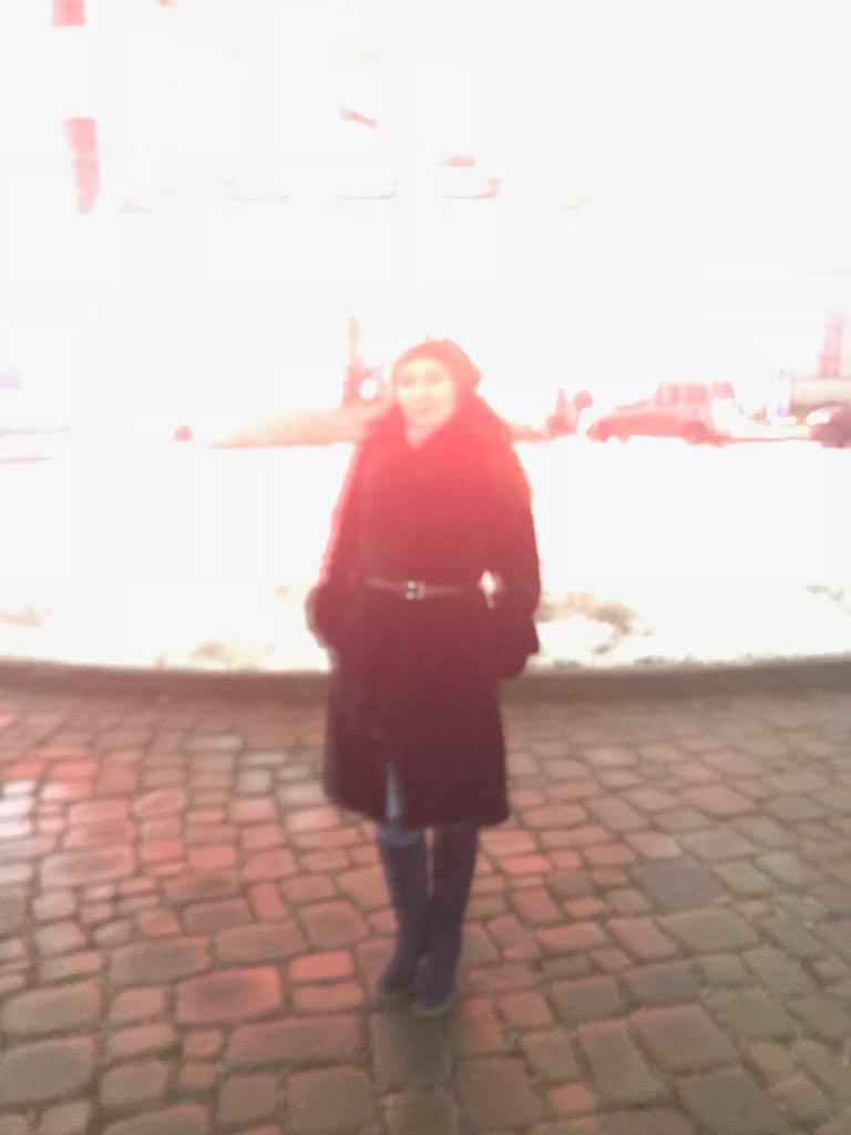 Ирина Терра на фоне дома Пашкова, фото незнакомца