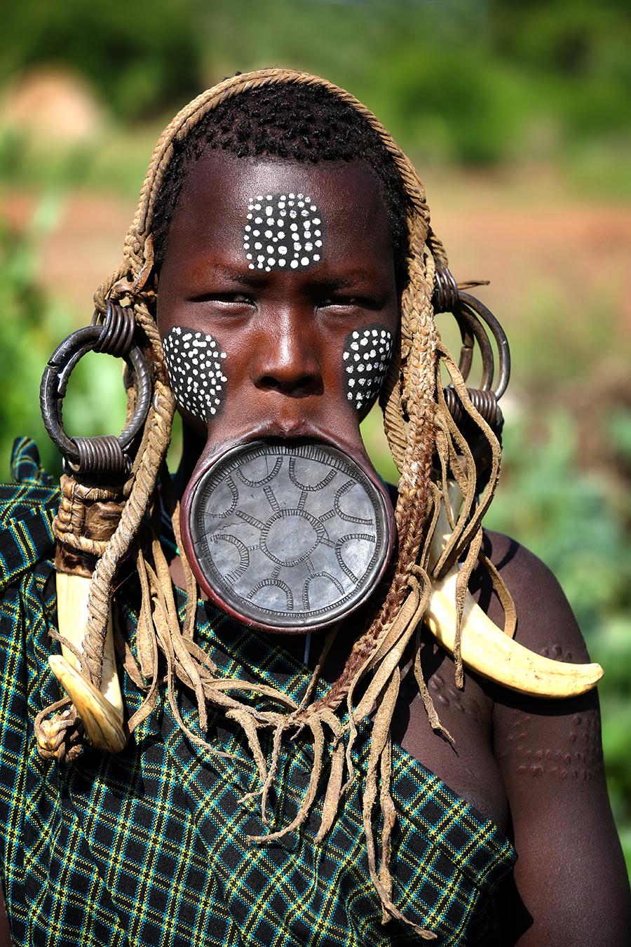 Девушка из племени мурси, долина Омо, Эфиопия © Александр Химушин / The World In Faces