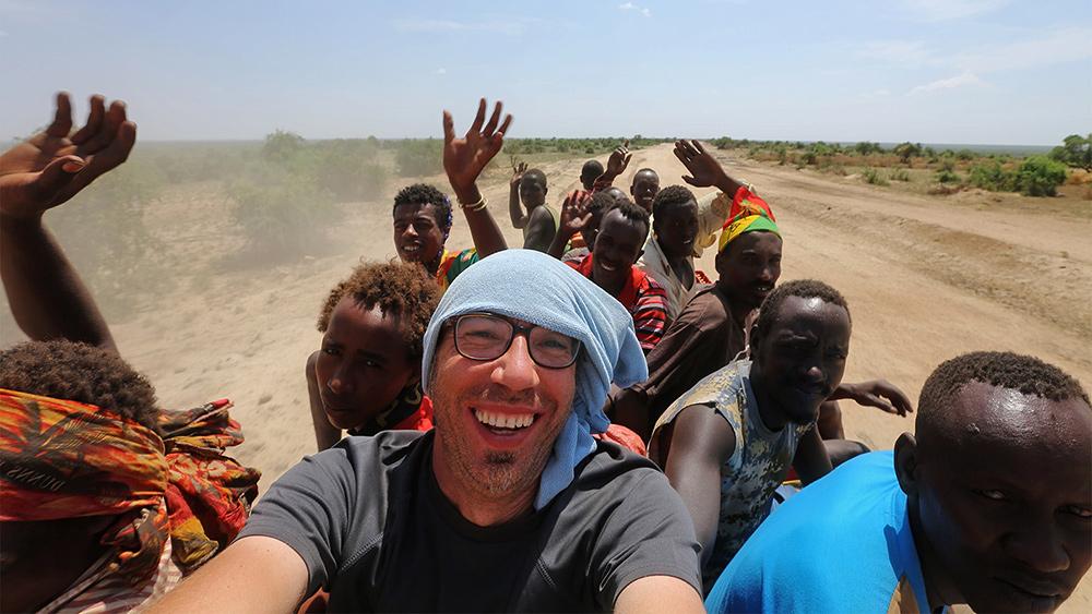 Африка. На крыше грузовика в районе поселка Оморате на границы Кении, Эфиопии и Южного Судана. © Александр Химушин / The World In Faces