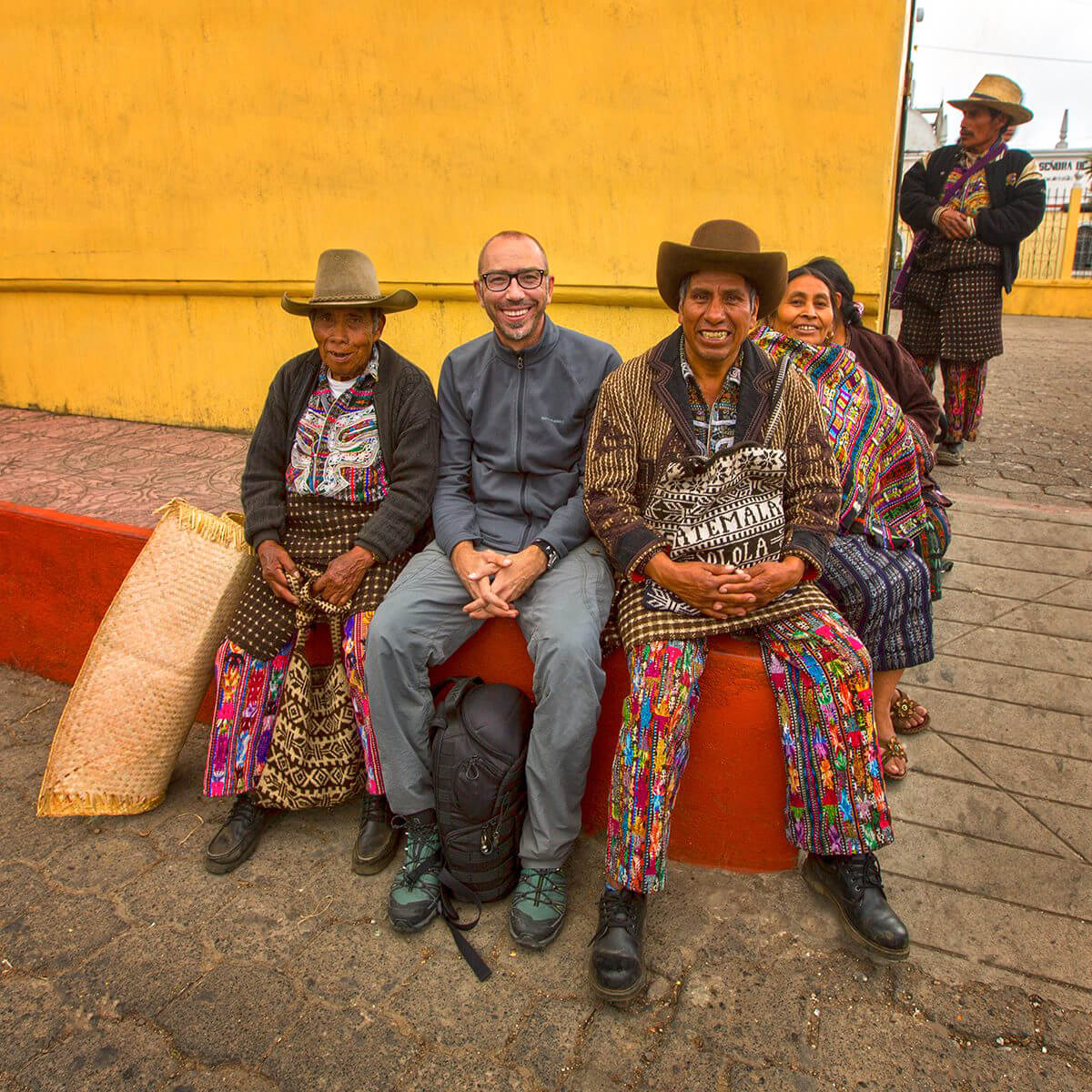 С местными жителями - представителями малочисленного народа кекчикель. Гватемала. © Александр Химушин / The World In Faces