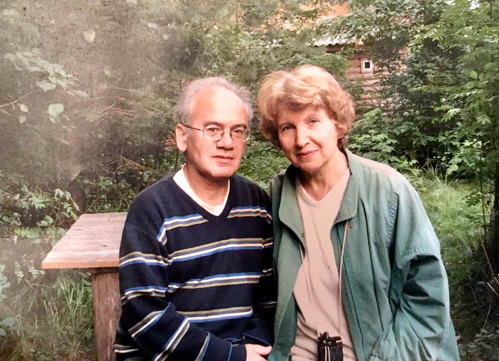 Алексадр Кушнер с женой Еленой Невзглядовой в Вырице. 2010