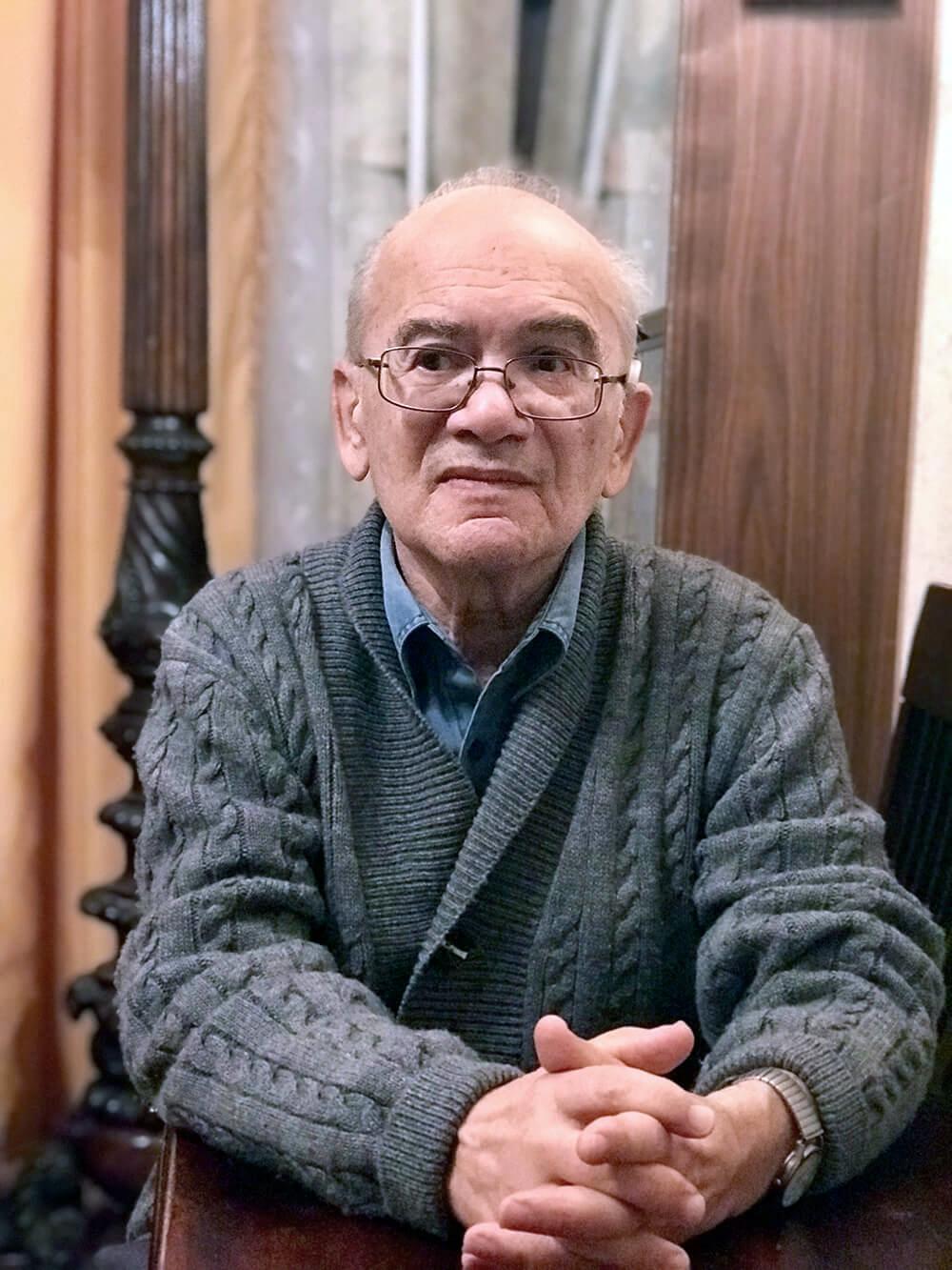 А.С. Кушнер у себя в кабинете, 2018, фото Ирины Терры