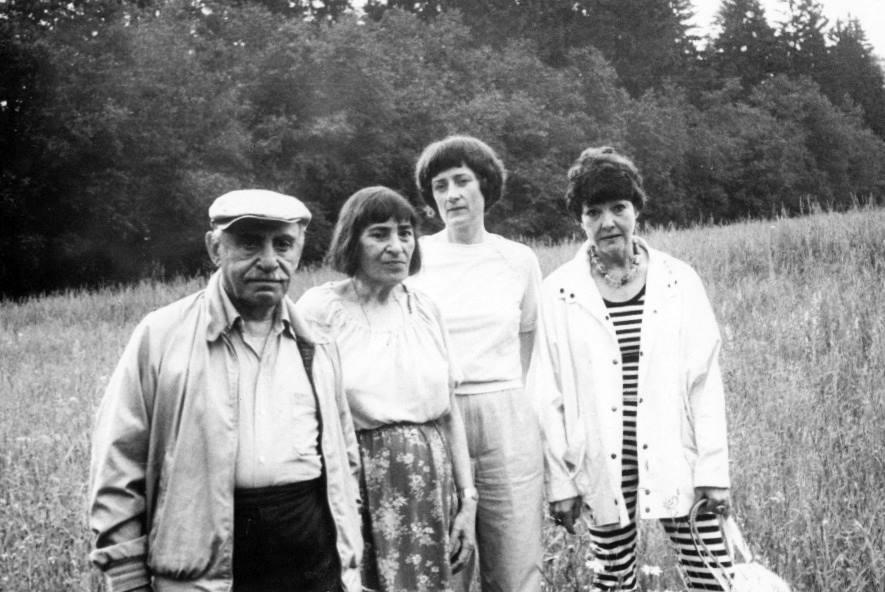 Семен Липкин, Инна Лиснянская, Мария Лыхина, Белла Ахмадулина. Вертошино, 1988