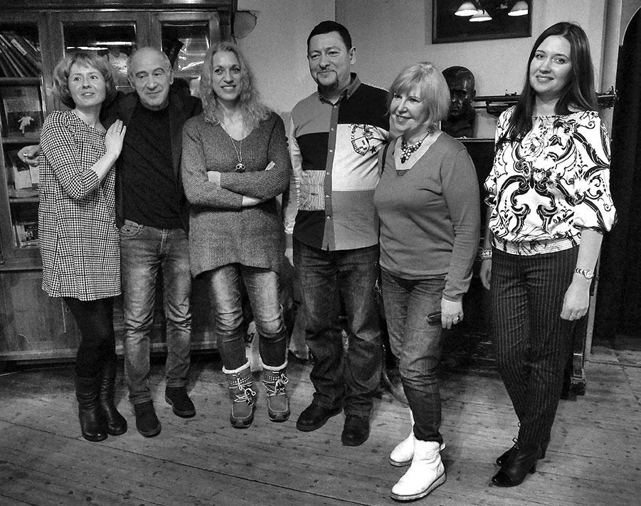 На фото слева направо: Наталья Дзе, Ефим Бершин, Татьяна Вольтская, Андрей Коровин, Ольга Медвед, Ирина Терра. Фото Алекса Франка