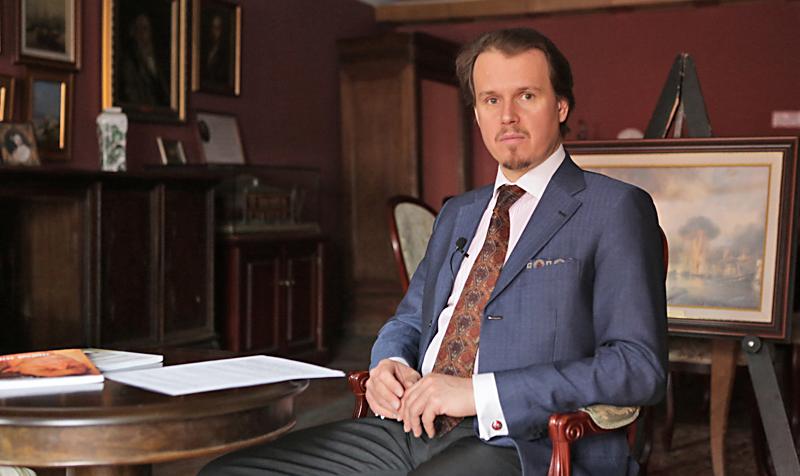 Директор библиотеки А.П.Боголюбова Владимир Семёнов