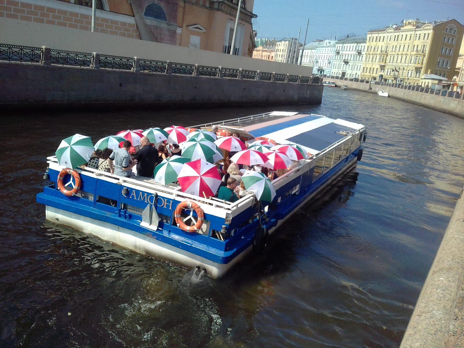 Прогулка на теплоходе по каналам Санкт-Петербурга с участиками фестиваля