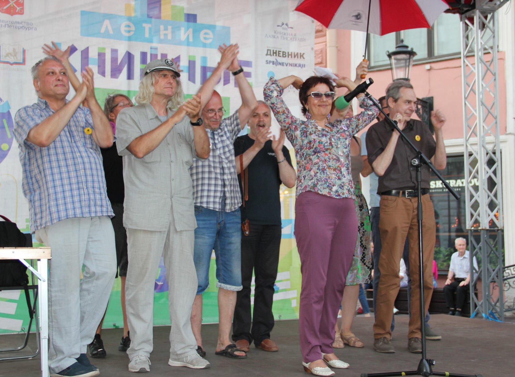 Организаторы фестиваля Петербургские мосты. Открытая сцена на Книжных аллеях