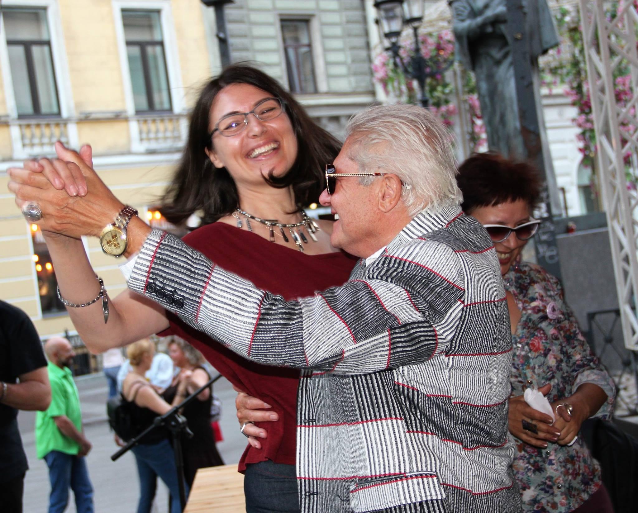 Ольга Аникина и Жан-Поль Дау на закрытии фестиваля на Книжных аллеях