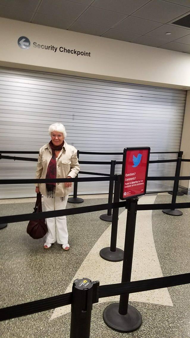 Ирэна в Бостонском аэропорту. Наступает время снова лететь назад. 2017