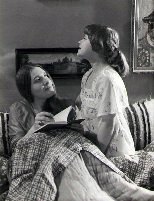 Майя Никаноркина и Ника Турбина, мать и дочь, Ялта 1985