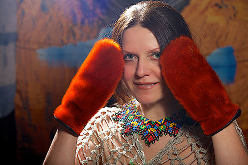 Галя Моррелл — художник по имени Холод, в традиционной эскимосской одежде, 2010