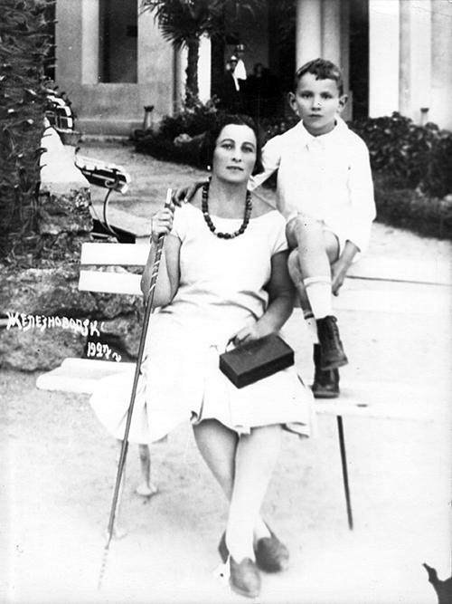 Борис Балтер с матерью Софьей Соломоновной, 1927 год, Железноводск