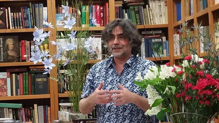 Игорь Джерри Курас в бостонском книжном магазине Books & Arts