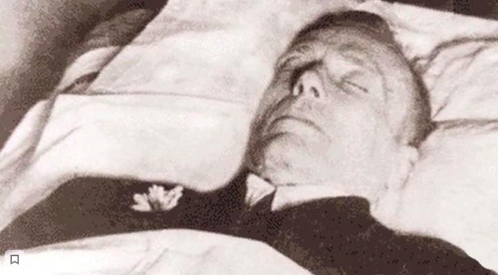 10 марта Булгаков умер. На следующий день прошла панихида в здании Союза писателей. Также была сделана посмертная маска писателя, а тело Михаила Афанасьевича предали огню