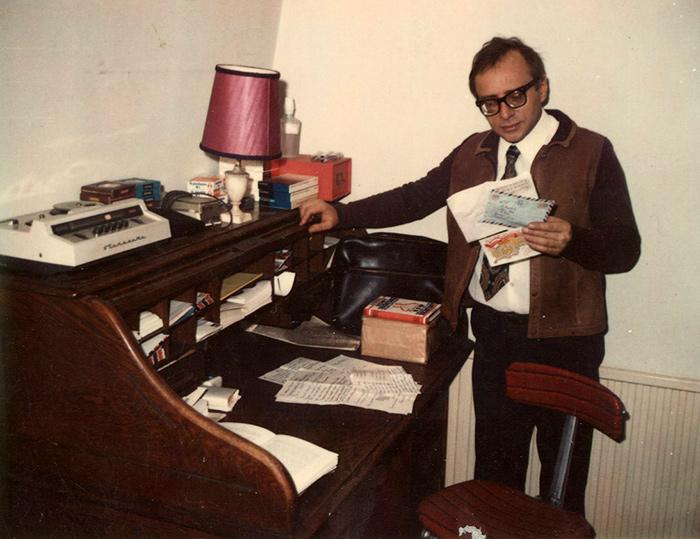 Анатолий Кузнецов у себя дома. Лондон, 1970-е годы