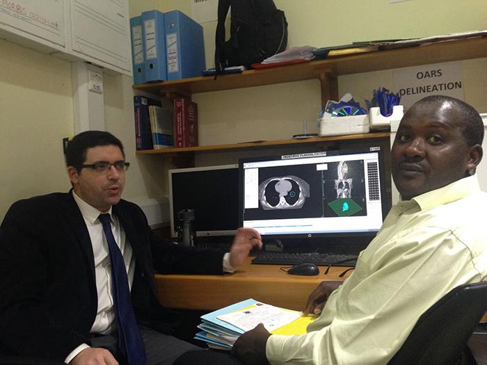 С коллегой из онкологического отделения госпиталя Кениаты
