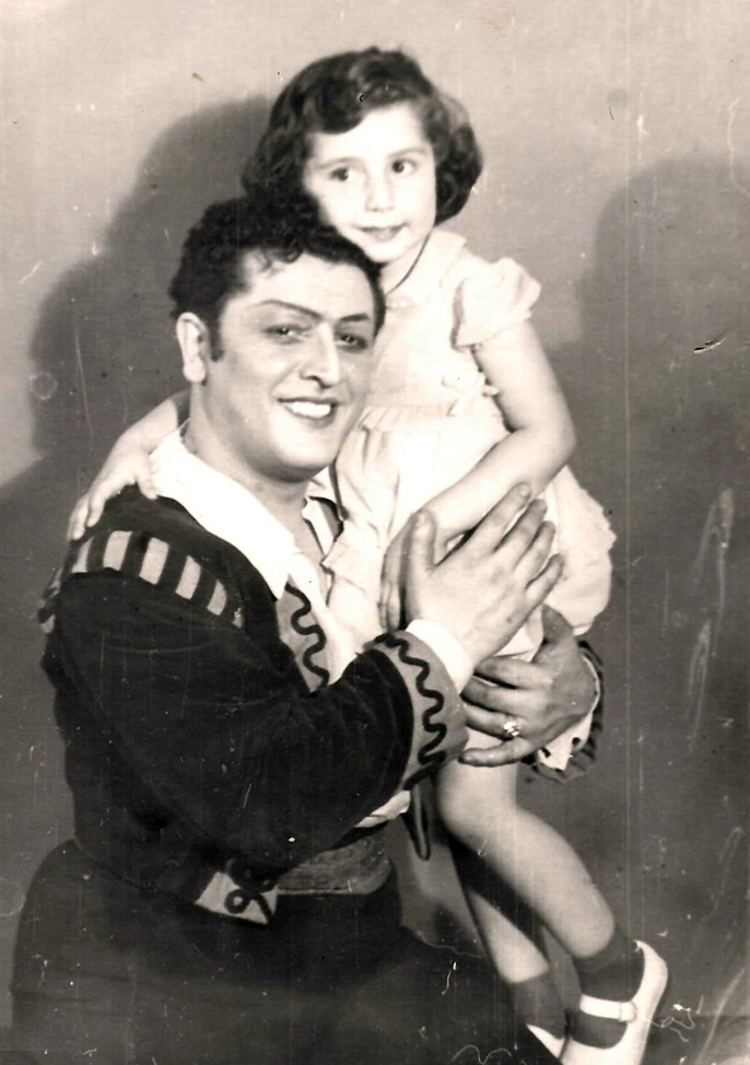С папой Зурабом Анджапаридзе после спектакля КАРМЕН, Тбилиси, 1960-61 гг