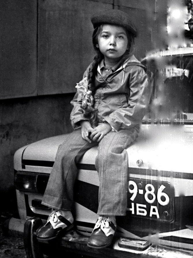 Лера Ауэрбах. На папиной машине (Лада), 1982г