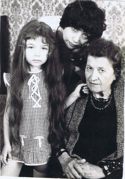 С мамой, няней Марианной и котом Косем, 1980г