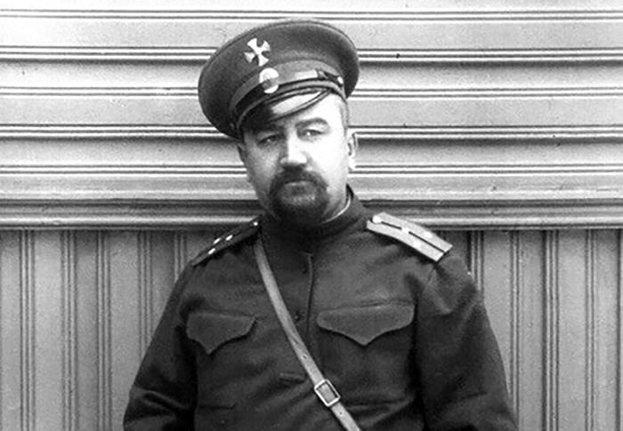 Александр Куприн в офицерской форме